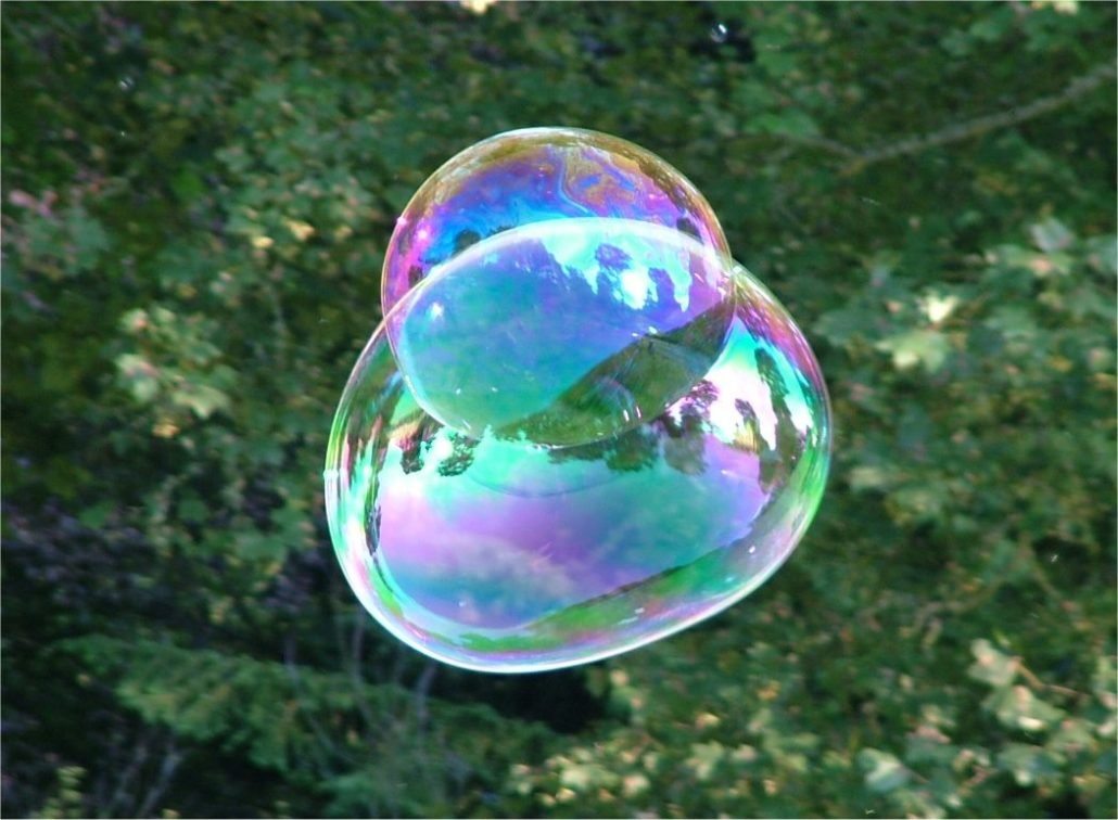 Inspiration from soap bubbles. Photograph taken at Traquair House, Scotland (2003) by BDB (Tagishsimon) licenced under a Creative Commons licence [CC BY-SA 3.0] (http://creativecommons.org/licenses/by-sa/3.0), via Wikimedia Commons. https://commons.wikimedia.org/wiki/File:Soap_Bubble_-_foliage_background_-_iridescent_colours_-_Traquair_040801.jpg